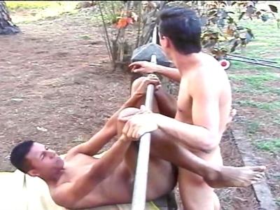 Vidéo anal gays : sodomie entre mecs dans les bois !