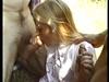 Face à deux pénis, Jocelyn ne peut branler que d\\une main, quand elle suce.
