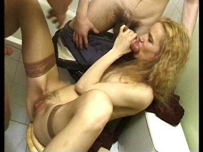 Partisans de baise � trois et affam�s de sexe, cette vid�o vous mettra l'eau � l