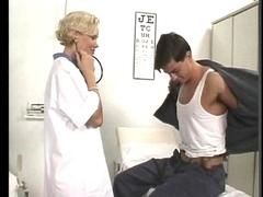 Cindy Faith, une doctoresse vachement chaude