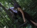 Un marin baise dans les bois!