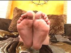 Les petites coquines exhibent leur pied