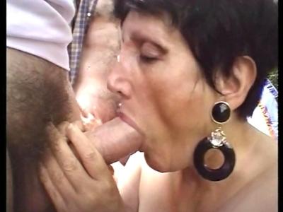 Amateurs de pipes acharnées et de baises avec des nanas matures, tenez vous bien
