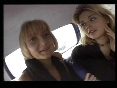 En voiture mes petites salopes! Une belle petite vidéo française comme on les a