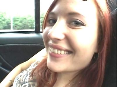 Katrina est une jeune étudiante qui s'est fait prendre en autostop. Pendant que