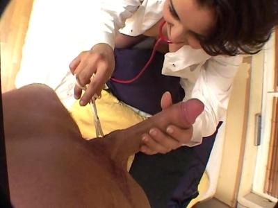Quoi de plus bandant que de se faire sucer par une belle infirmière chaudasse de